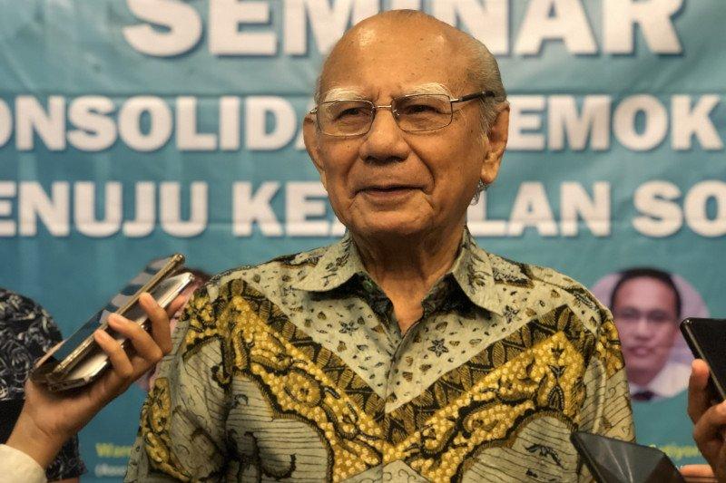 Emil Salim ingatkan Omnibus Law harus seimbangkan tiga aspek