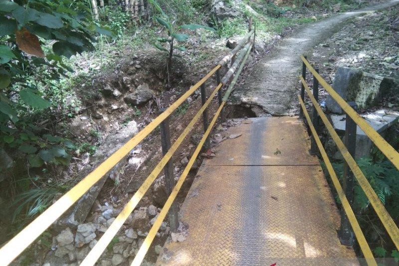 Akses ke Geopark Ciletuh Palabuhan Ratu dikepung banjir dan longsor