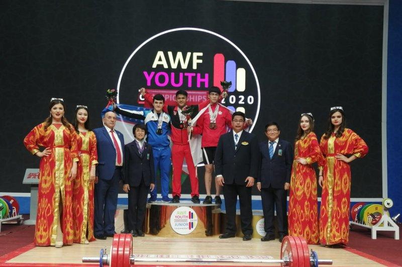 Lifter Rizky Juniansyah pecahkan dua rekor dunia remaja di Tashkent