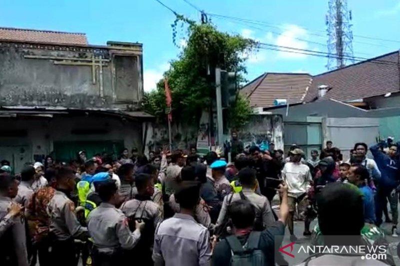 Polisi Blitar amankan seorang suporter bawa senjata tajam