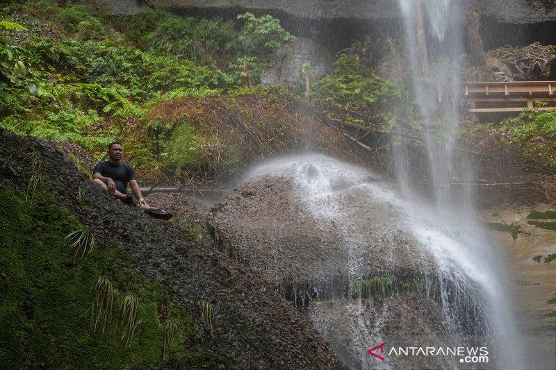 Air terjun Batu Tilam destinasi wisata tersembunyi di Riau