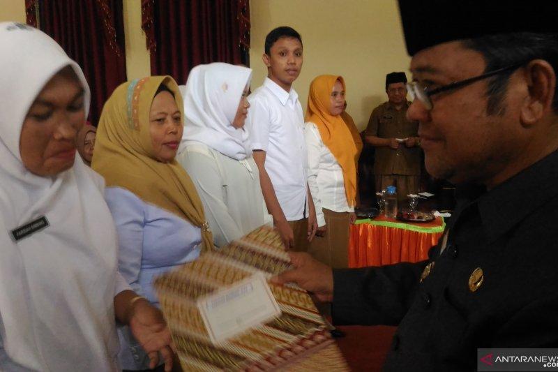 1.174 honorer guru di Gorontalo Utara kantongi SK Bupati