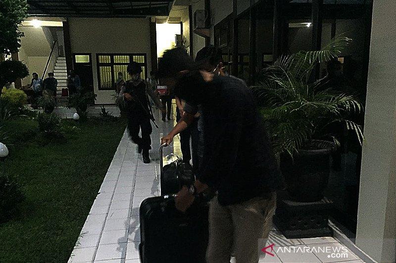 Penyidik KPK sita tiga dus dokumen dari Kantor DPRD Tulungagung