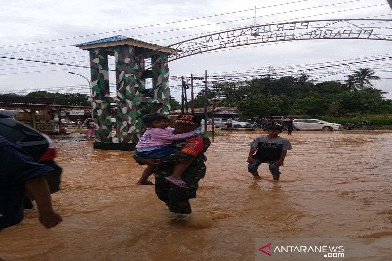 Hujan deras, rumah warga Wundududopi Kendari terendam banjir