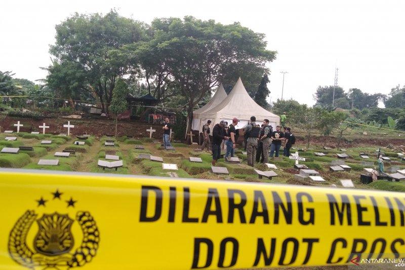 """Makam putri dari Karen """"Idol"""" dibongkar untuk autopsi"""