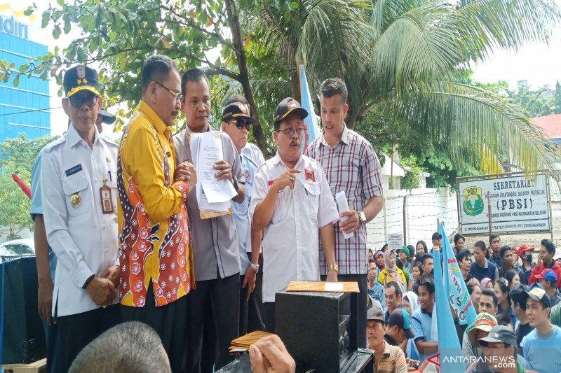 Dewan Kalsel janji bawa aspirasi buruh ke pusat