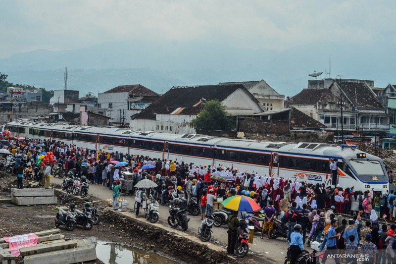 PT KAI rencanakan kereta api Cibatu-Garut beroperasi awal 2021