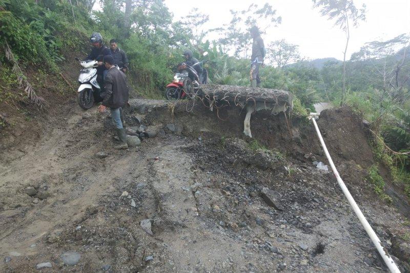 Tanah bergerak di Kayuares, warga Banjarnegara diimbau waspada