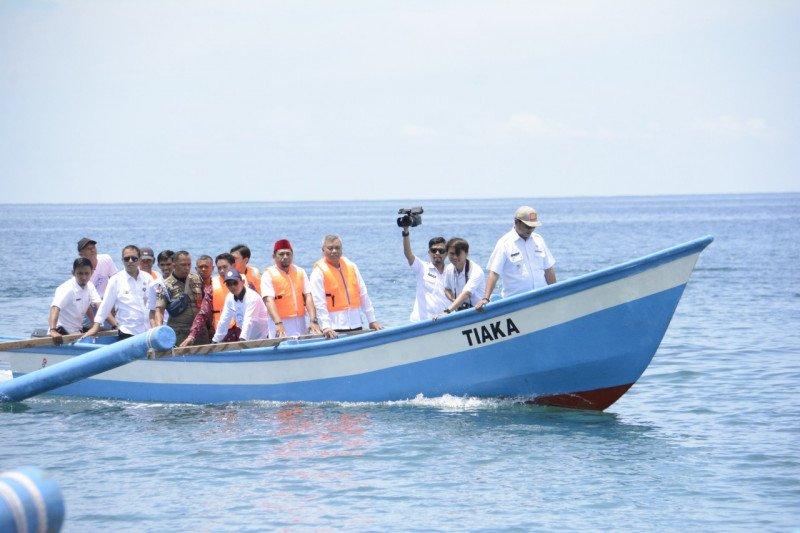 KKP-SKK Migas serahkan bantuan kapal perikanan untuk nelayan