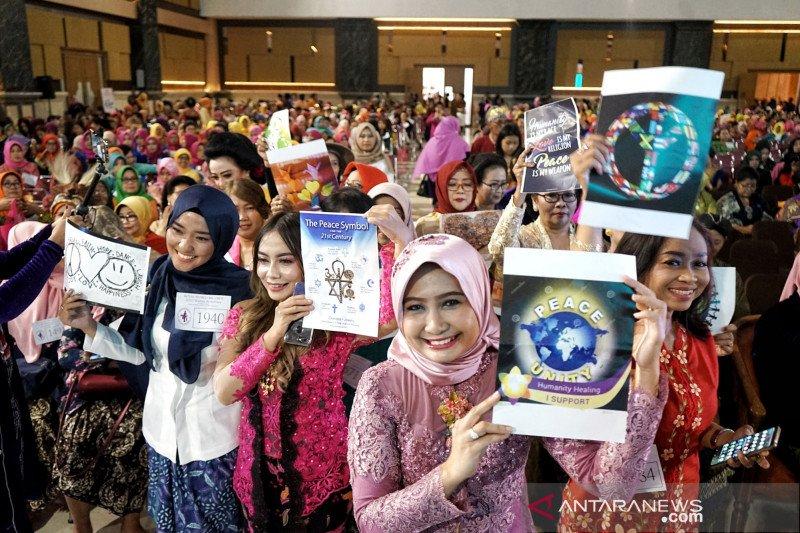 Ribuan wanita berkebaya pecahkan rekor dunia di Yogyakarta