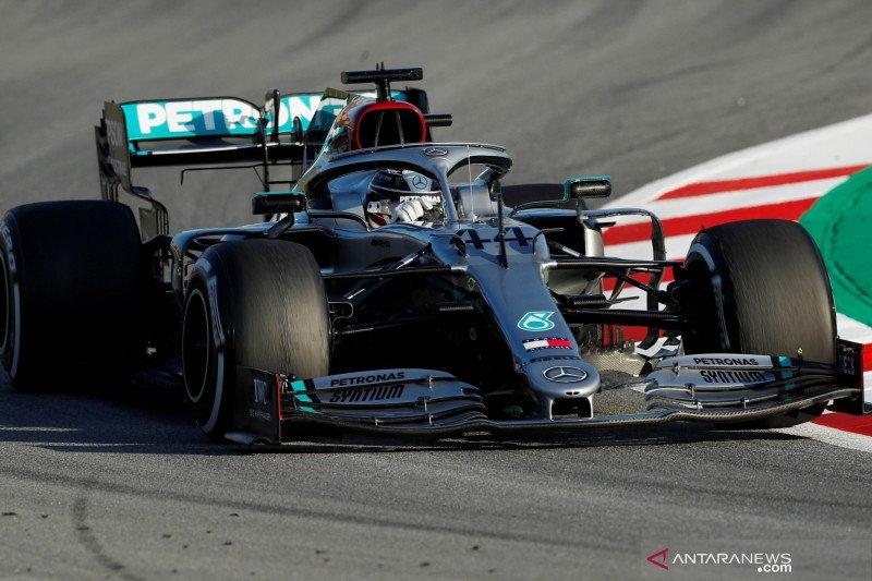 Hamilton tercepat hari pertama tes pramusim Barcelona