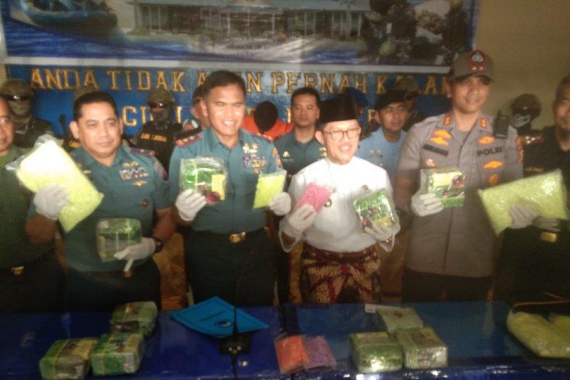 TNI AL amankan 11 kg sabu-63 ribu ekstasi di Perairan Meranti
