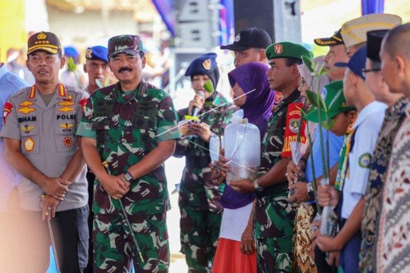 TNI-Polri Tanam Mangrove dan Tebar Benih Ikan