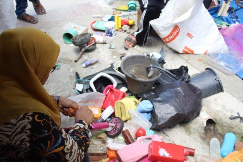 Warga Bandarlampung peduli lingkungan giatkan kembali bank sampah