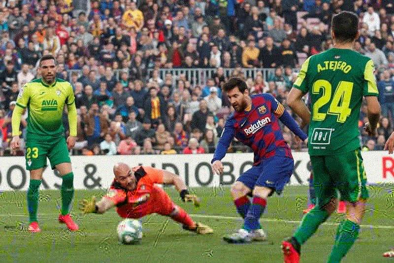 Messi borong caturgol, Barcelona gulung Eibar 5-0