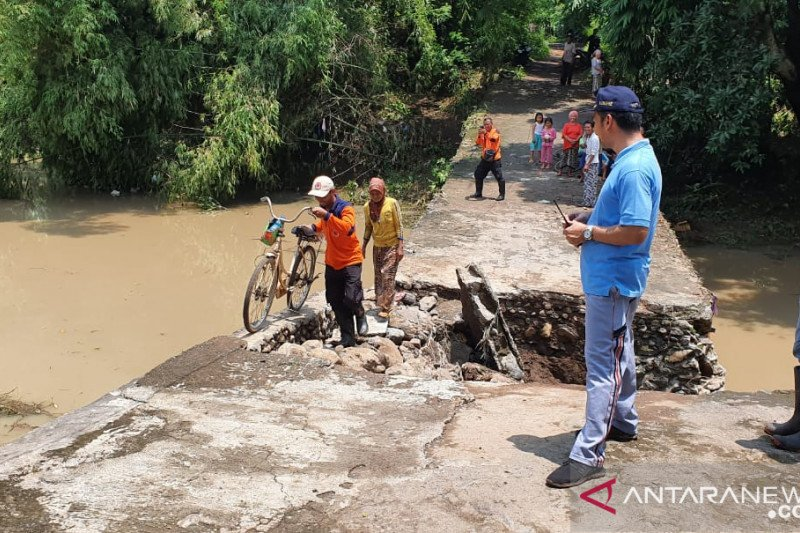 Floods inundate four sub-districts in Probolinggo, East Java