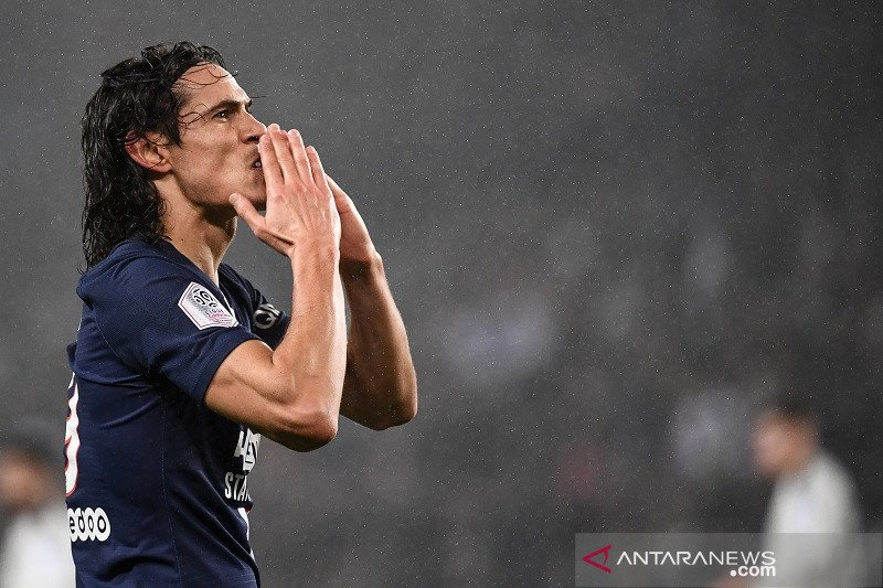 PSG menang, Cavani cetak gol ke-200