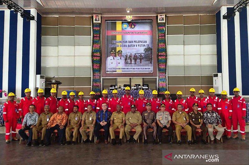 Gubernur ingatkan perusahaan Migas Bintuni prioritaskan tenaga lokal