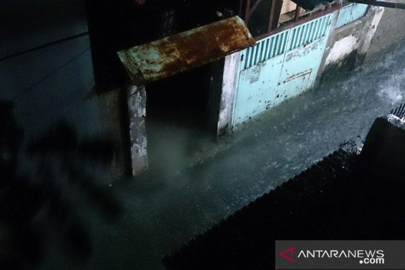 Pemukiman warga Pasar Baru mulai digenai air setinggi 40 cm