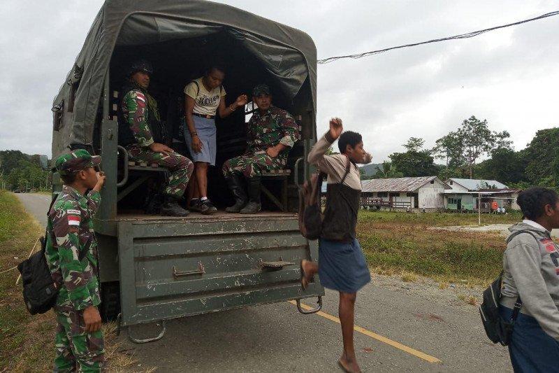 TNI gunakan truk antarkan siswa sekolah di perbatasan RI-PNG