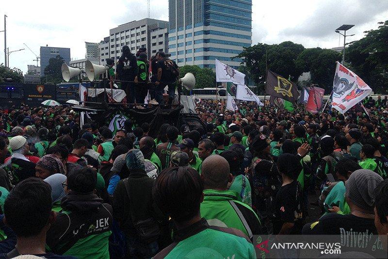 Ojek gelar demo di DPR protes pernyataan Nurhayati Monoarfa