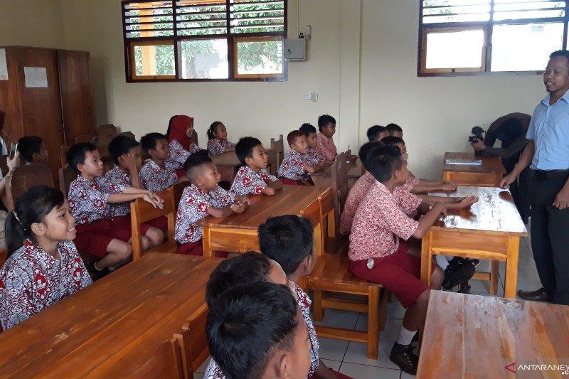 Yayasan konservasi edukasi siswa Wakatobi kelola sampah