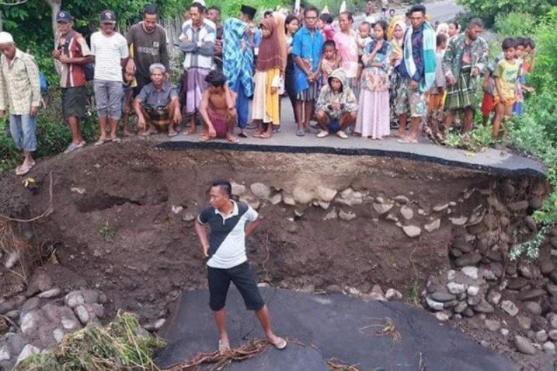 Banjir, dua jembatan putus di Bima putus