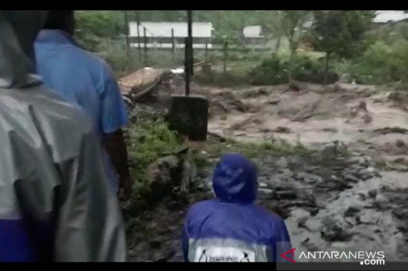 Pegunungan Argopuro diguyur hujan, warga Klungung-Jember mengungsi