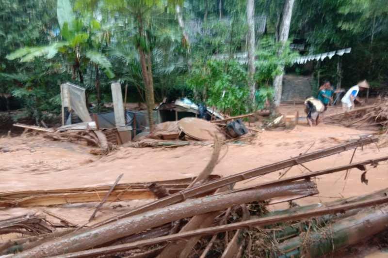 Banjir bandang  dan longsor terjang  Bandongan Magelang