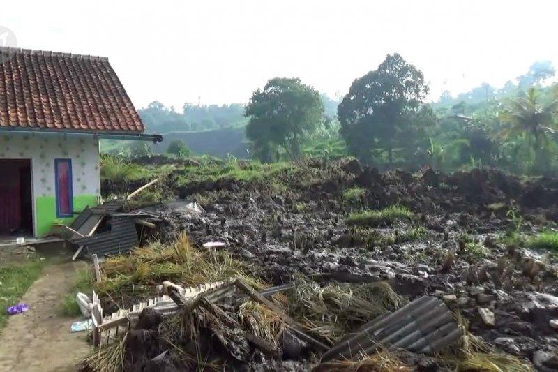 Longsor di pinggir Tol Purbaleunyi, Polres Cimahi bentuk Satgasus Bencana