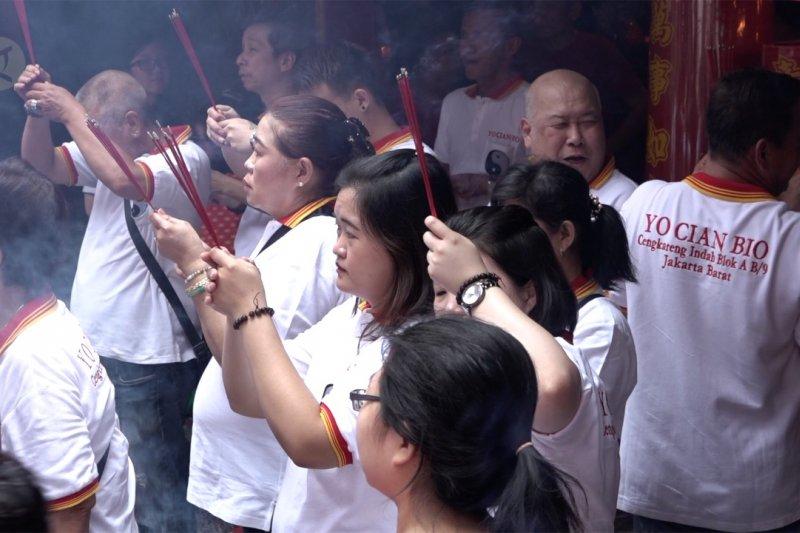 Perayaan Cap Go Meh, warga Tionghoa berdoa berharap kesembuhan