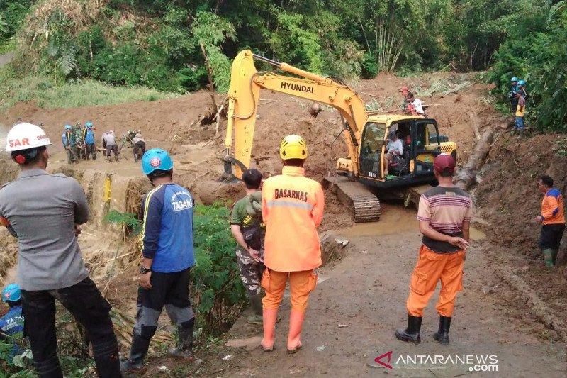 Petugas lanjutkan pencarian korban tertimbun longsor di Tasikmalaya