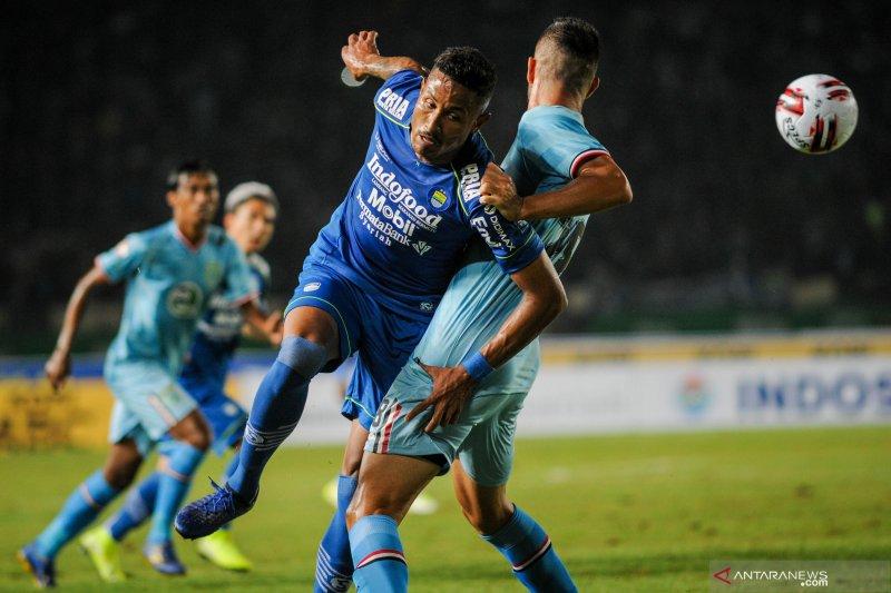 Persib Bandung menaklukkan Persela lewat tiga gol dua penyerang anyar