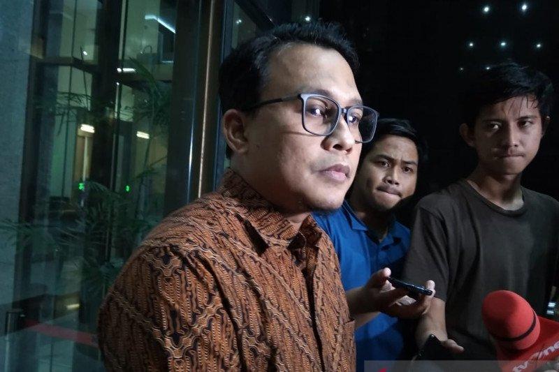 Mantan Bupati Bogor Nurhayanti dicecar pengumpulan uang