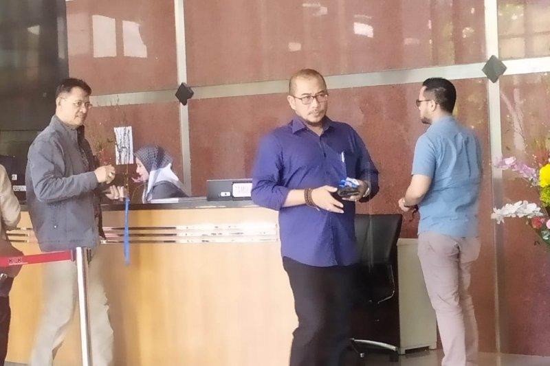 Komisioner KPU Hasyim Asy'ari serahkan dokumen ke KPK