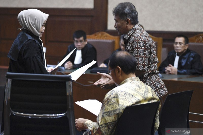 Hukum kemarin, pria tipu hidung belang hingga terduga teroris Cirebon