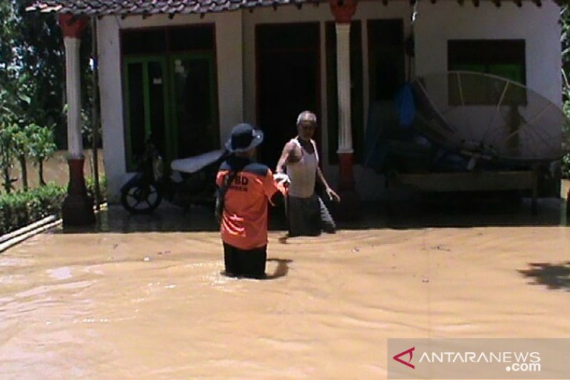 Pemprov Jatim kirim bantuan korban banjir Sumberagung Jember