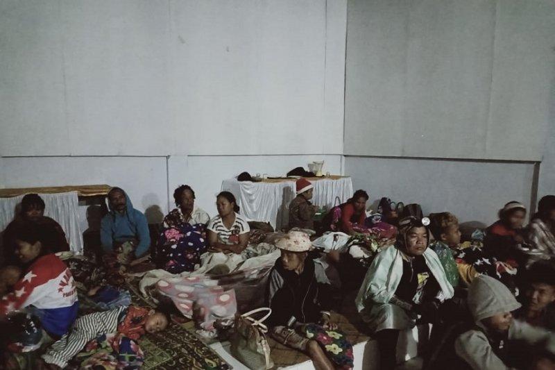 951 korban banjir bandang Lore Barat ditampung di kantor camat