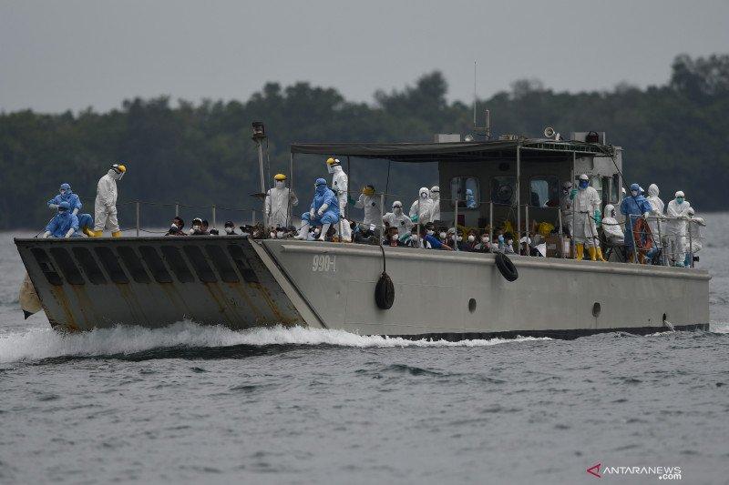 Kemarin, pemindahan ABK ke Pulau Sebaru hingga pemburuan masker