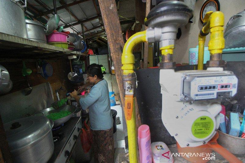 Gunakan gas bumi, penjual kue di Surabaya hemat 50 persen