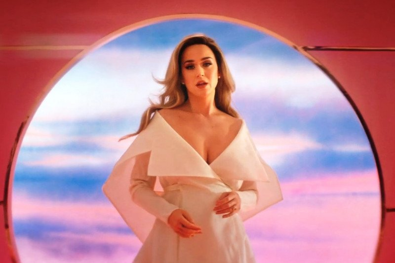 Katy Perry hamil anak Orlando Bloom?
