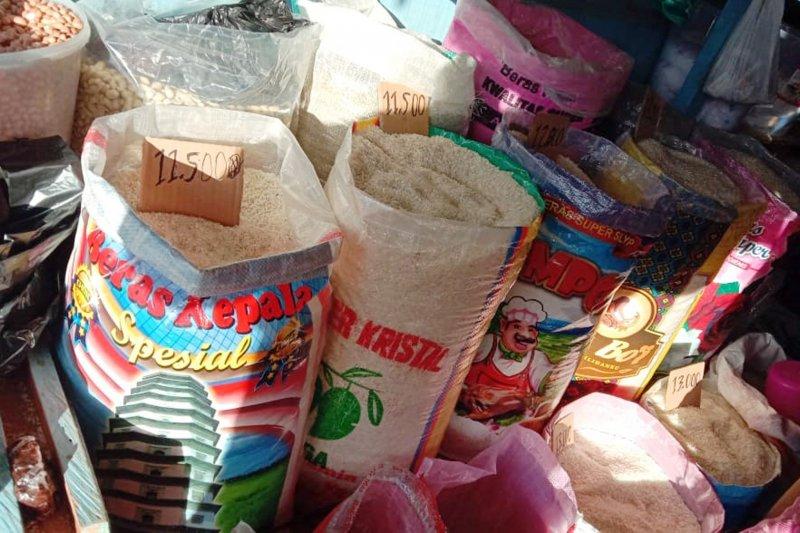 Bulog Maluku datangkan 1.000 ton beras dari Surabaya