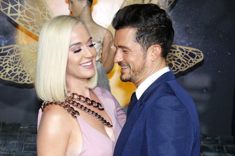 Katy Perry minta Jennifer Aniston jadi ibu baptis anaknya