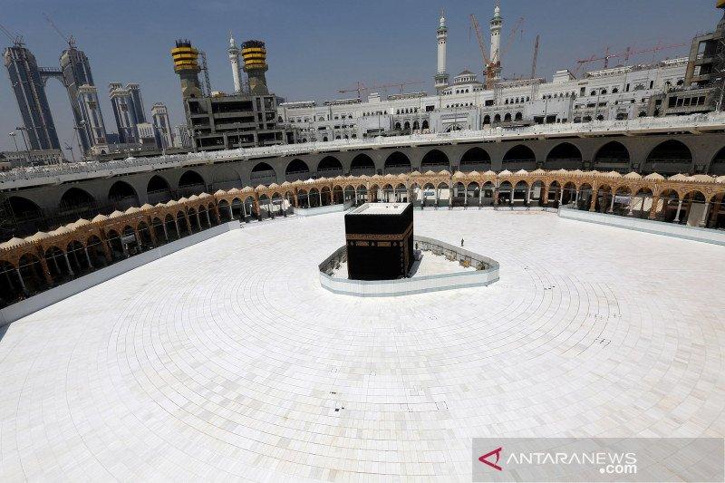 Suasana Masjidil Haram sepi usai penangguhan sementara umrah