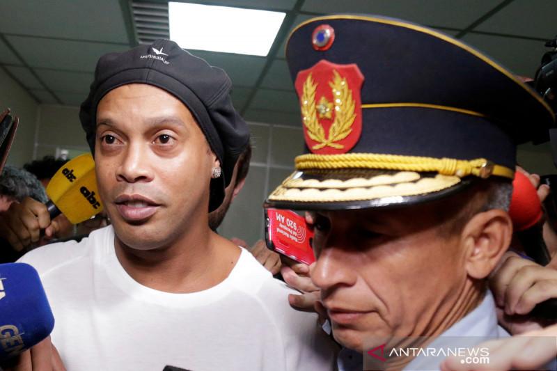 Ronaldinho ditahan karena pemalsuan paspor di Paraguay