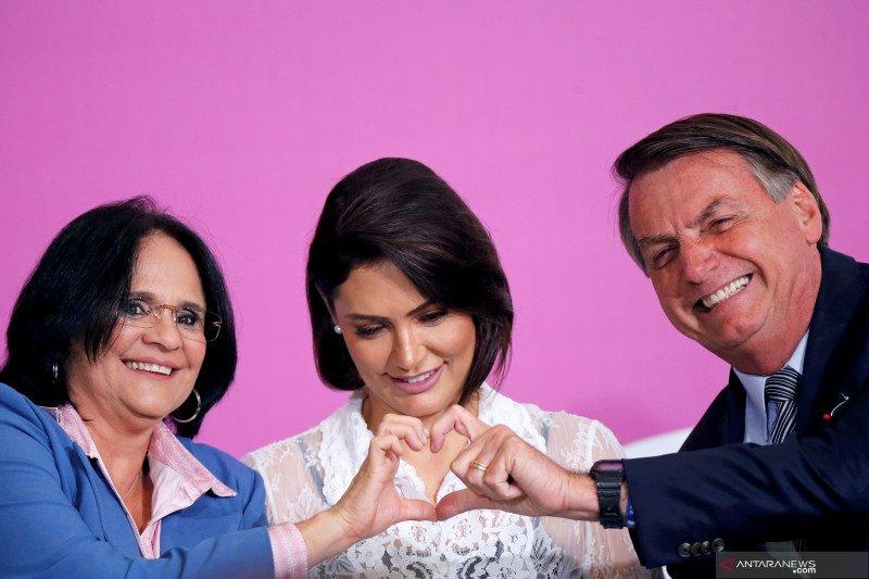 Istri Presiden Brazil dan dua putrinya negatif corona