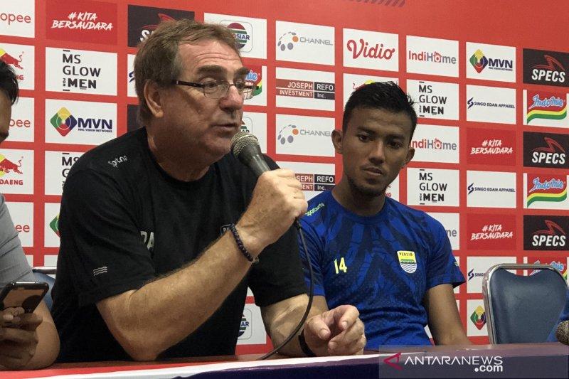 Pelatih Persib Bandung kecewa surat usulan tak ditanggapi PT LIB