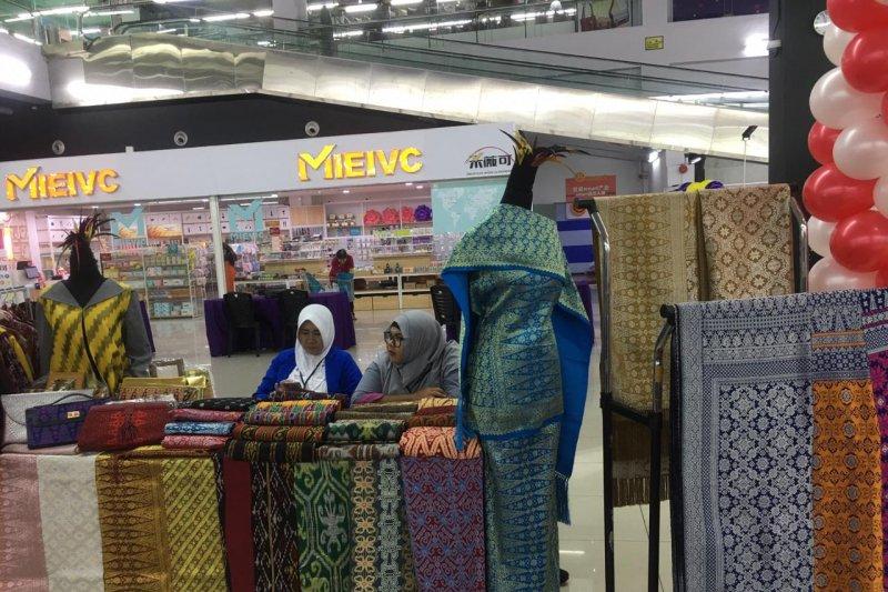 Produk UMKM Kalbar ludes terjual saat pameran di Sarawak