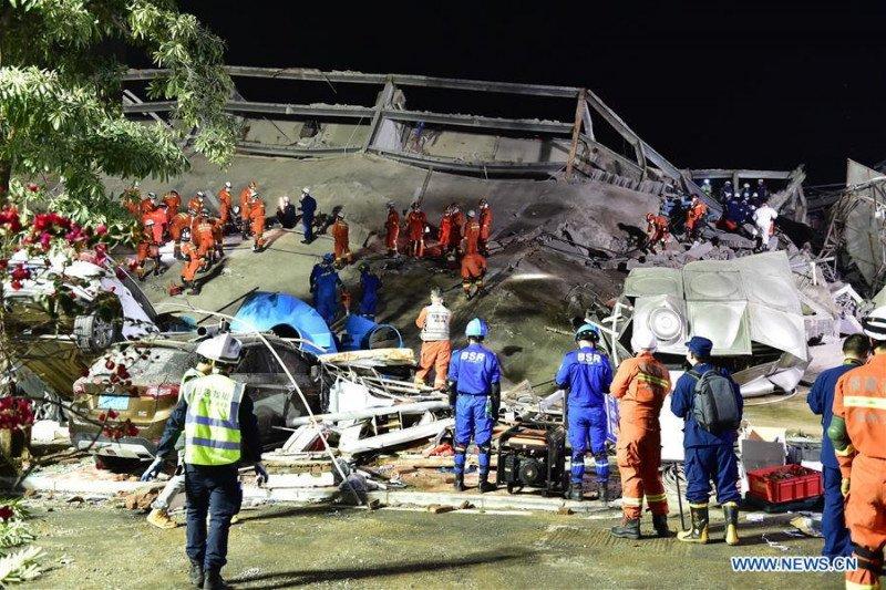 Hotel ambruk di China utara, lima tewas