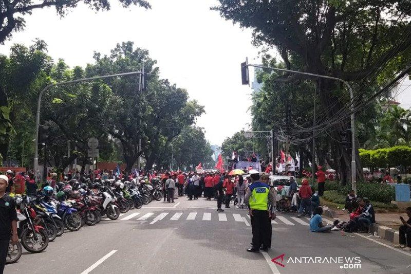 Polisi tutup akses Kebon Sirih  akibat aksi buruh di DPRD DKI